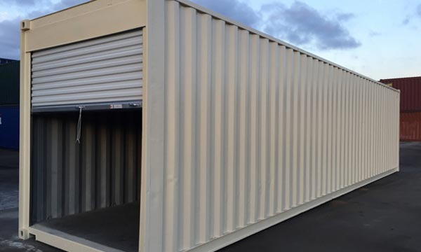 40' Container With Roll Up Door
